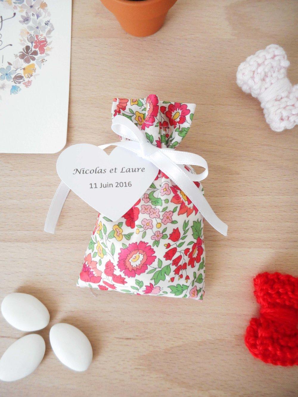 Ballotin à dragées Liberty d'Anjo rouge A ruban blanc étiquette papier personnalisable