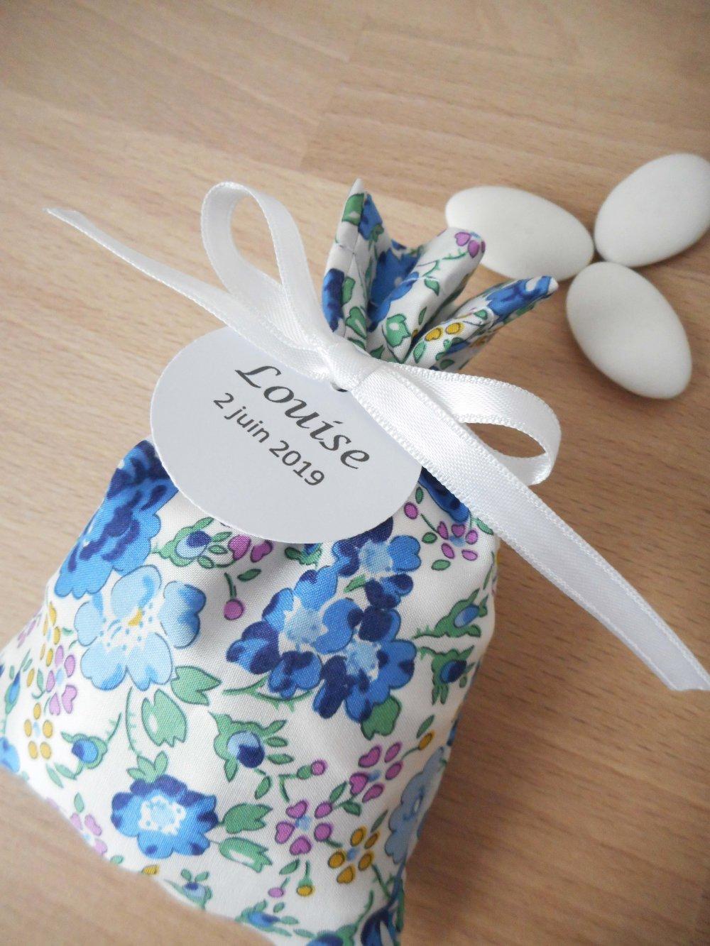 Ballotin à dragées Liberty Felicite navy ruban blanc étiquette papier personnalisable