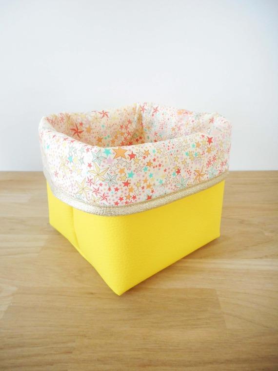 Panier de rangement petit modèle - simili cuir jaune et tissu Liberty Adelajda soleil (étoiles) - bors doré