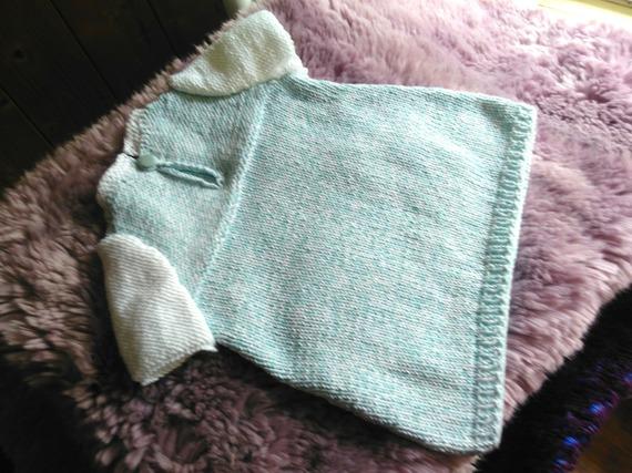 Petite robe d'été tricotée main