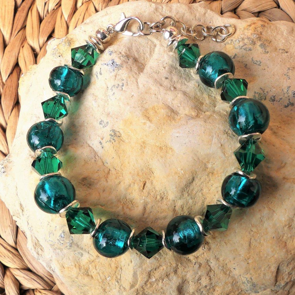 Bracelet émeraude aux perles à la feuille d'argent et cristaux Swarovsk