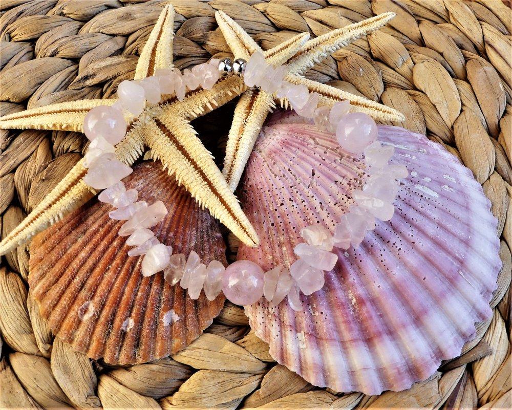 Bracelet aux chips et aux grosses perles de quartz rose