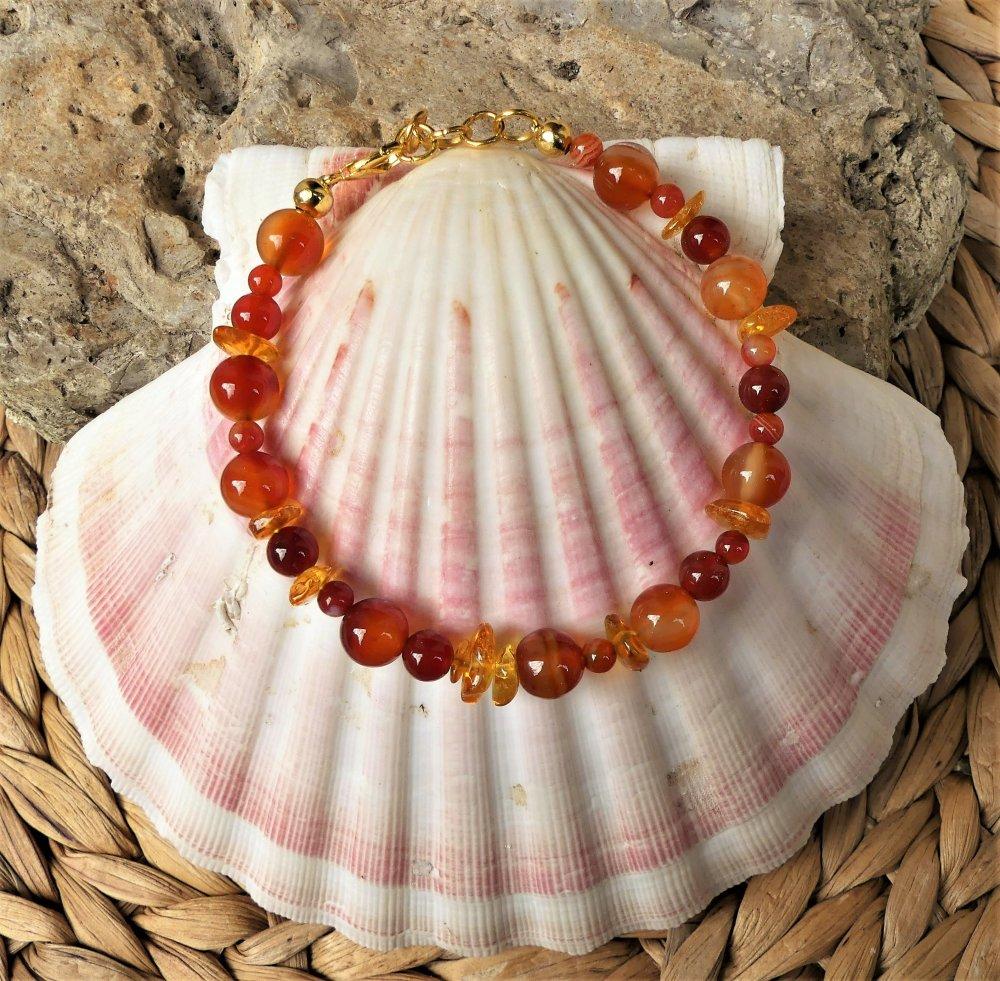 Bracelet aux pierres de cornaline, d'agate et d'ambre