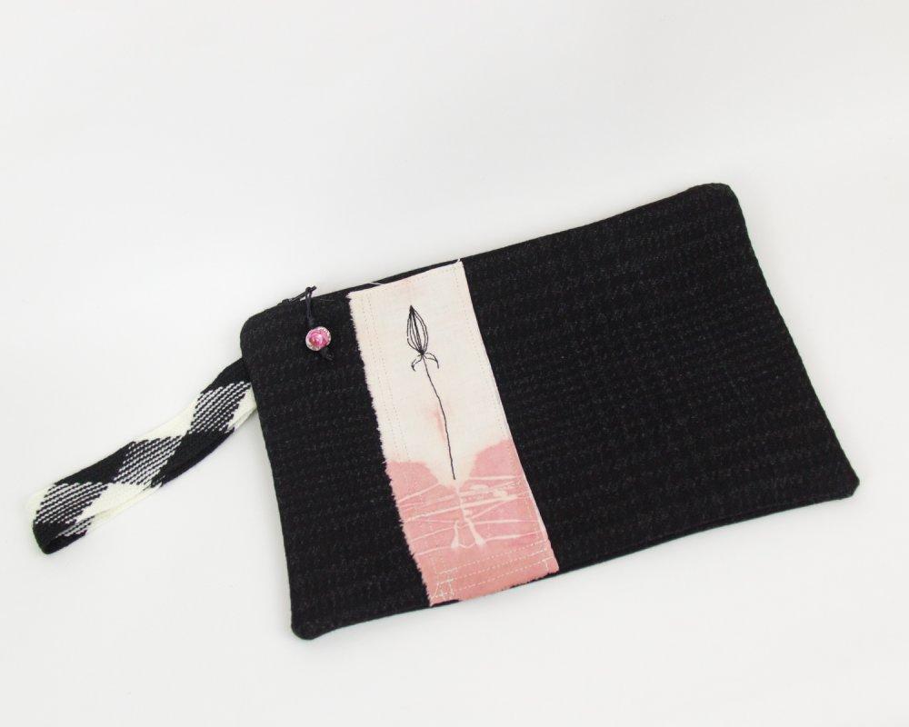 """Pochette brodée main """"bouton de rose écossais"""" - teinture naturelle"""