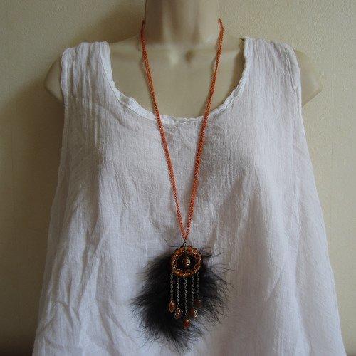 Collier sautoir orange et noir avec plume
