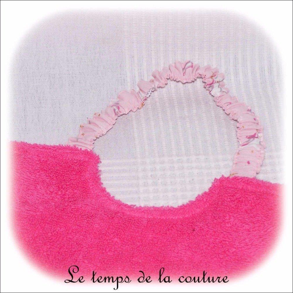 """Bavoir bébé - serviette enfant - Tons de rose vif et imprimé """"licorne"""" rose – Fait main."""