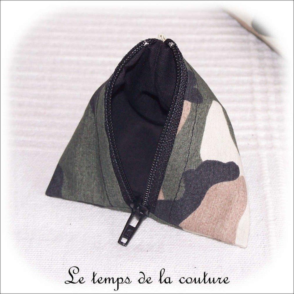 """Pochette trousse berlingot - pour ranger des écouteurs - Noir, kaki, marron et beige - """"Camouflage militaire"""" - Fait main."""