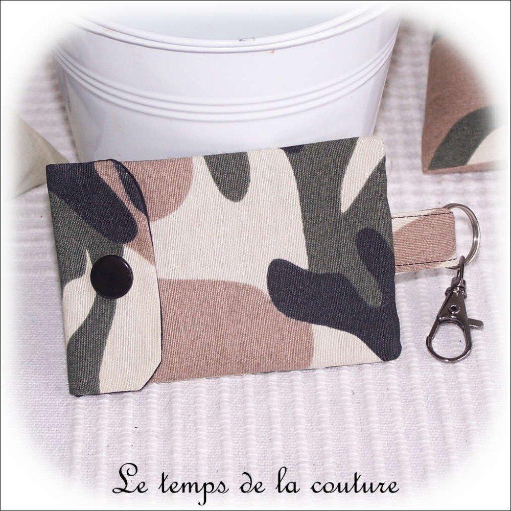 """Pochette porte clé, porte carte - Noir, kaki, marron et beige - """"Camouflage militaire"""" - N 1 - Fait main."""