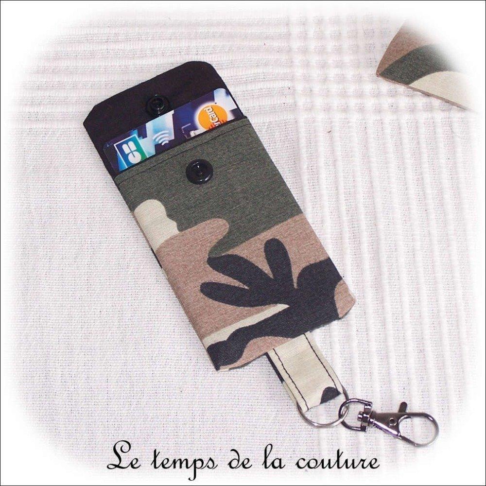 """Pochette porte clé, porte carte - Noir, kaki, marron et beige - """"Camouflage militaire"""" - N 2 - Fait main."""