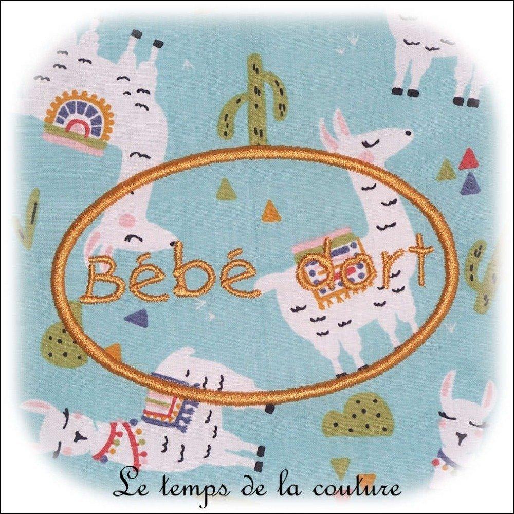 """Couverture plaid bébé berceau ou maxi cosy - Bleu vert d'eau et imprimé multicolore """"lama"""" - Fait main."""