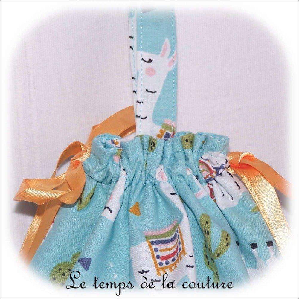 """Sac pochon enfant à doudou, à goûté ou pour chaussons – Bleu vert d'eau et imprimé multicolore """"lama"""" - Fait main."""