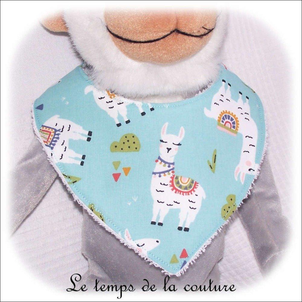 """Ensemble naissance, couverture bébé, sac pochon et bavoir bandana - Bleu vert d'eau et imprimé multicolore """"lama"""" - Fait main."""