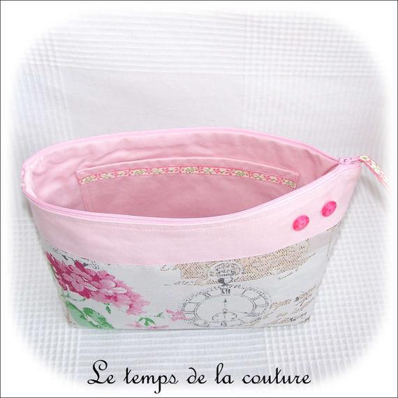 Pochette trousse à soufflet - zippée - Tons de beige, rose et vert - Fait main.