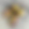 Boucles d'oreilles bohèmes, couleurs gaies, cuivre émaillé jaune moutarde, violet, perles de céramique grecque, coupelles de métal br