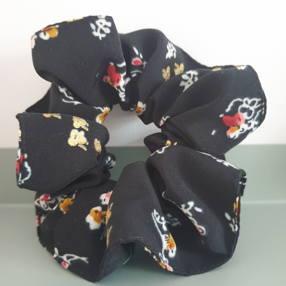 Chouchou noir a fleurs