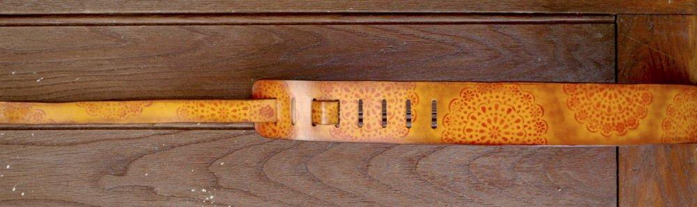 sangle en cuir pour guitare classique, folk, jazz, électrique avec motifs style sixties mandala