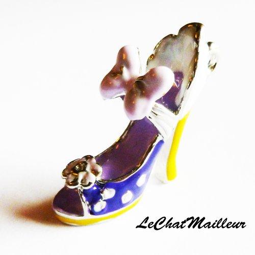 Breloque chaussure de princesse en 3 d pendentif charm escarpin daisy vilain talon
