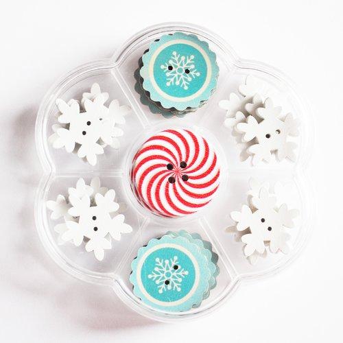 Boite assortiment de boutons en bois sur le thème de la neige flocon étoile noël hivers montagne reine