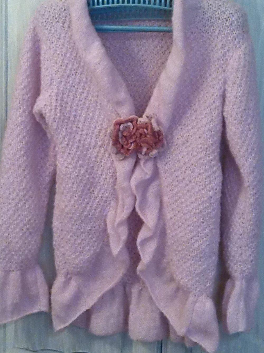 RESERVE . Gilet, liseuse rose en laine fait main