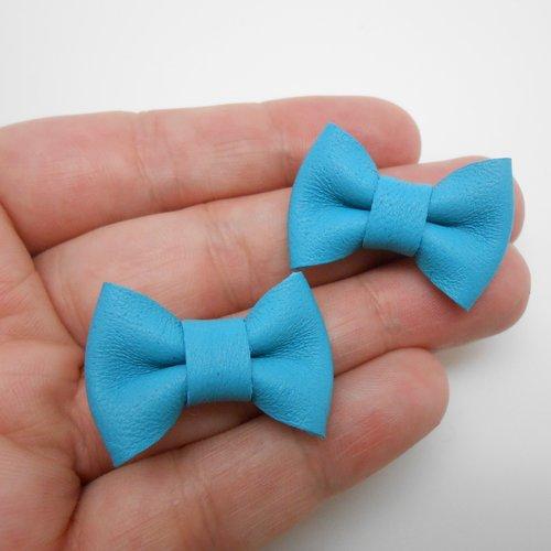 Petits noeuds en cuir bleu