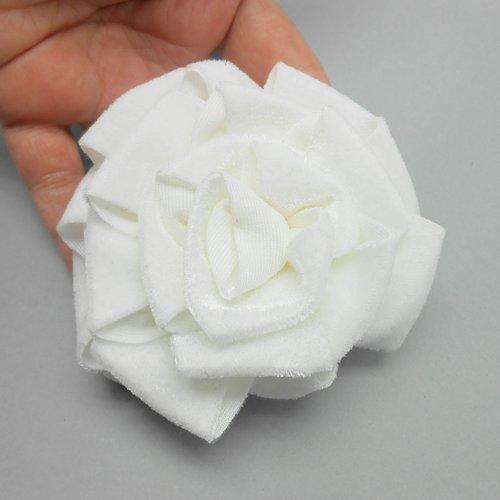 Grosse rose en velours blanc cassé