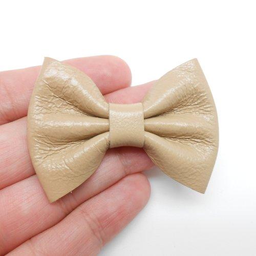 Noeud en cuir beige de 5,5 x 4 cm