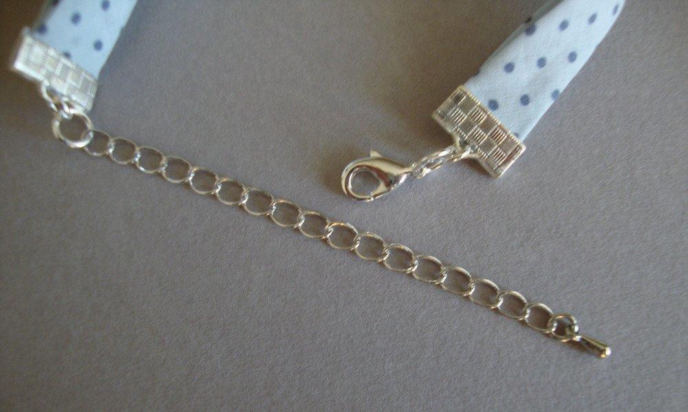 """Bracelet biais en tissu Frou Frou """"Céleste"""", breloque nuage et fermoir en métal argenté."""