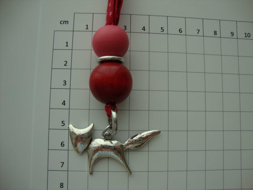 """Collier en biais Frou Frou """"Rubis éclatant à pois"""", perles rondes en bois et pendentif renard."""