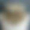 """Tour de cou en tissu polaire beige et coton liberty """"plum dog"""" fermé par un bouton."""