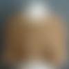Mini cape réversible en velours de laine beige et tissu en poly-viscose écossais marron, fermée par pressions.