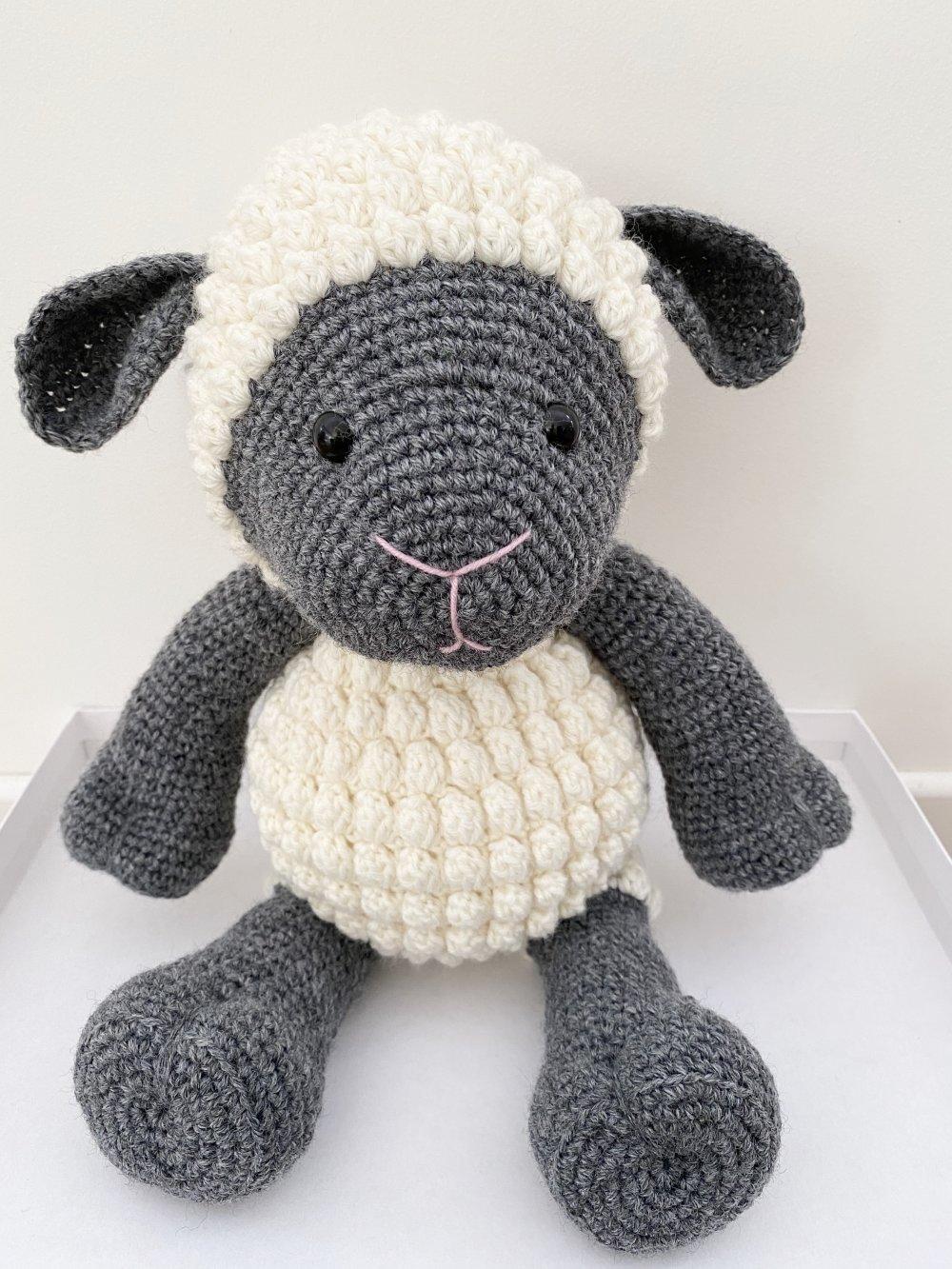 Amigurumi crochet mouton  cadeau naissance