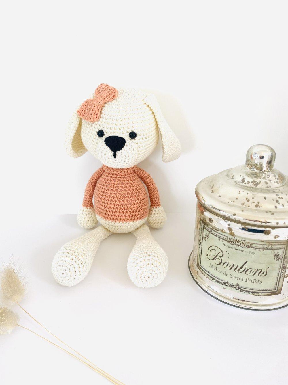 Amigurumi Daisy la chienne cadeau naissance