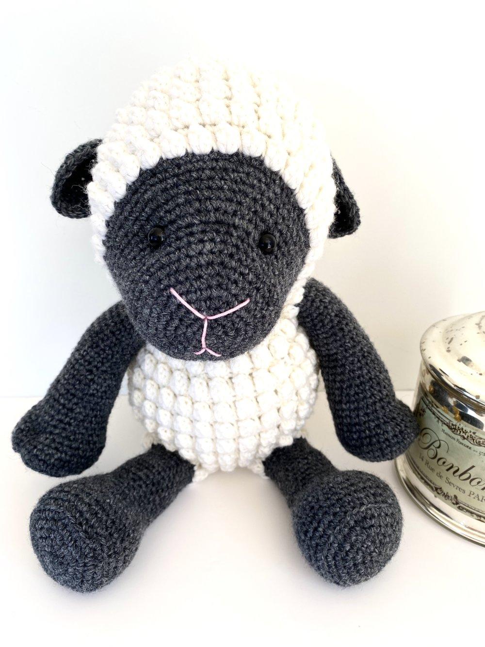 RESERVÉ ÉMILIE Amigurumi crochet mouton  cadeau naissance