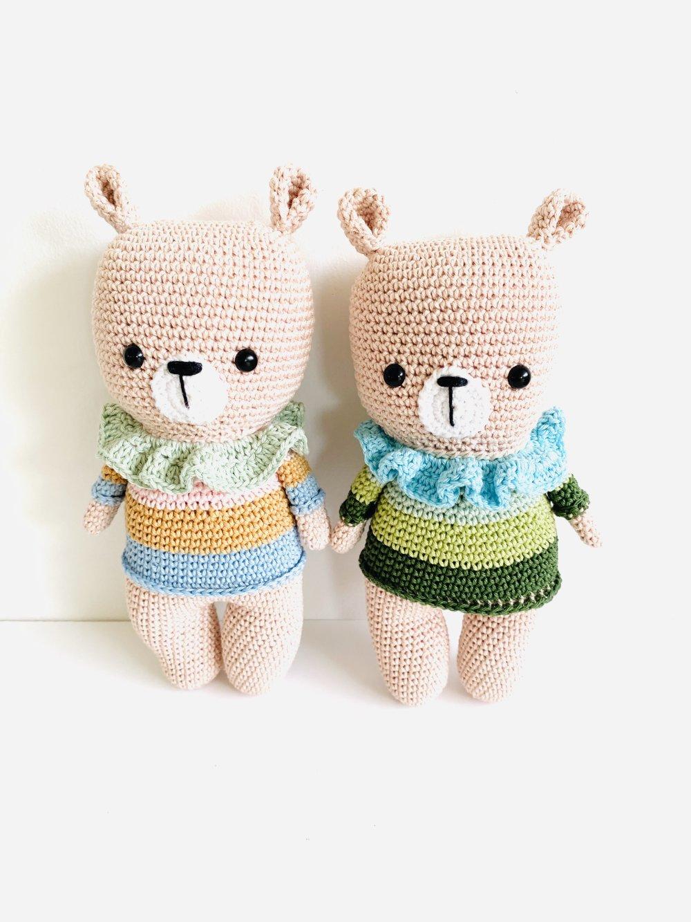 Amigurumi  l'ours Raphael  et son petit pull à rayures