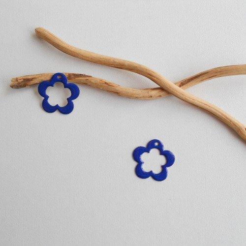 2 breloques fleur bleu foncé