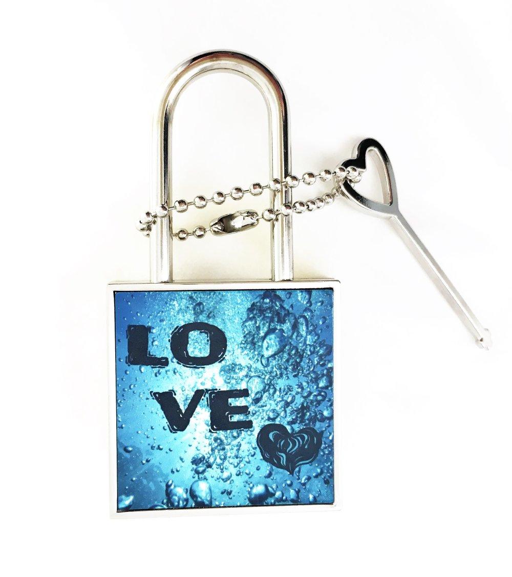 Cadenas cœur avec chaîne et clé forme de cœur