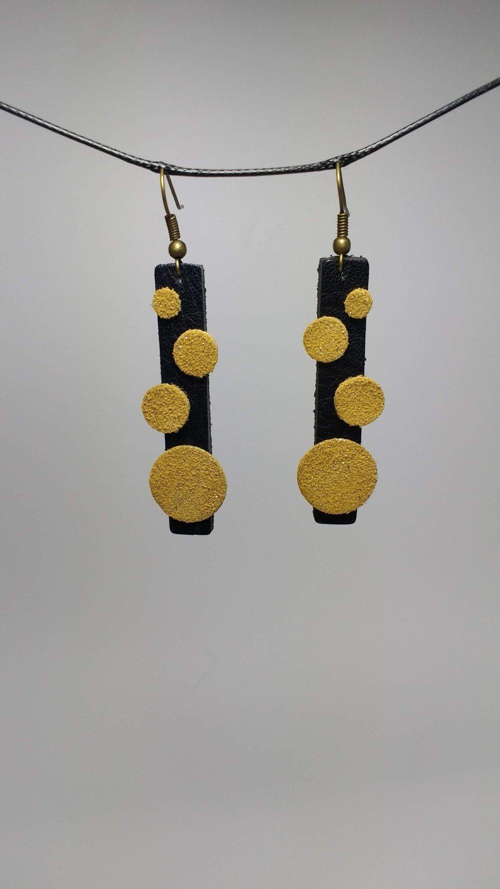 Boucles d'oreilles  cuir noir et or pailleté