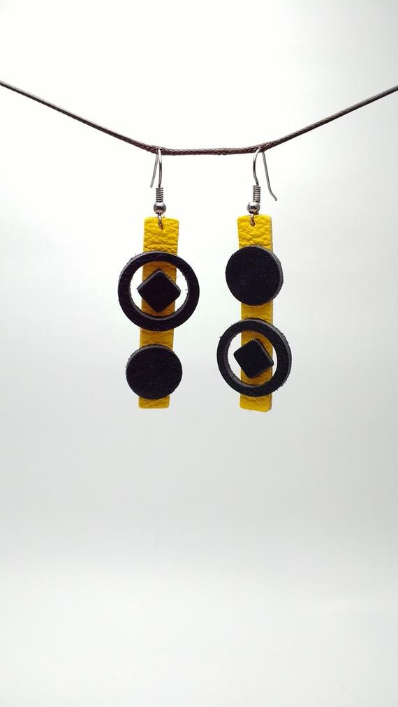 Boucles d'oreilles asymétriques en cuir