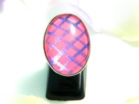 Bague cabochon verre rose violet