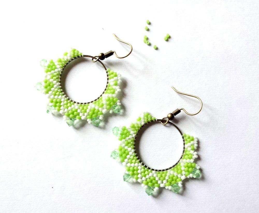 """Boucles d'oreille vert chartreux et blanc """"Primevère"""""""