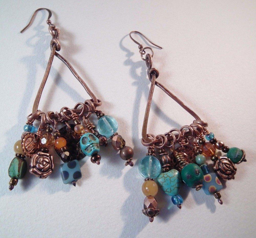 Boucles d'oreilles créoles triangulaires MOHONO cuivre et pampilles en perles de verre.
