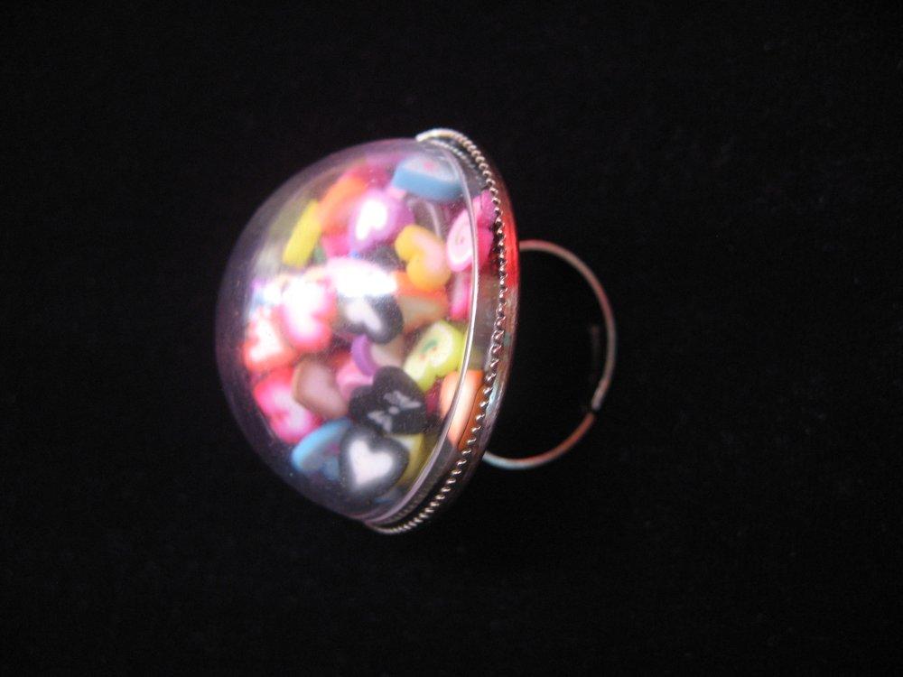 BAGUE dome, coeurs multicolores mobiles / Diamètre 30mm