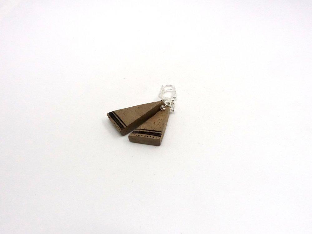 Boucles Frises, boucles d'oreilles triangulaires en bois et pyrogravure