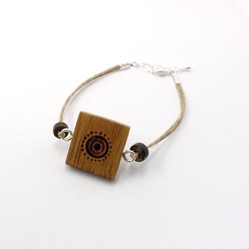 Bracelet céleste, bracelet en bois, effet montre, bois et pyrogravures ethniques