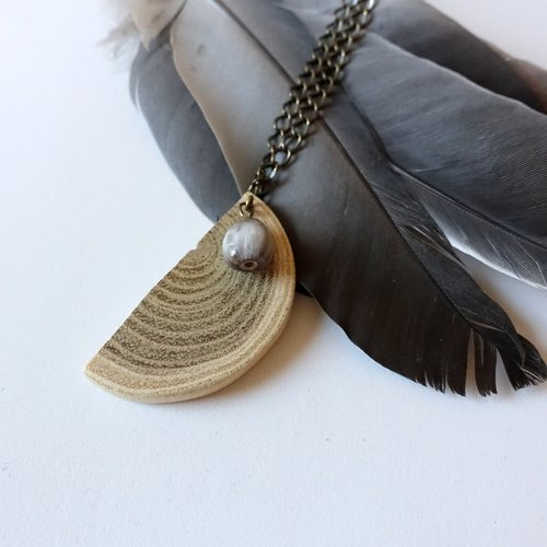 Collier half life, pendentif demi cercle en bois et graine, bijou naturel et écologique