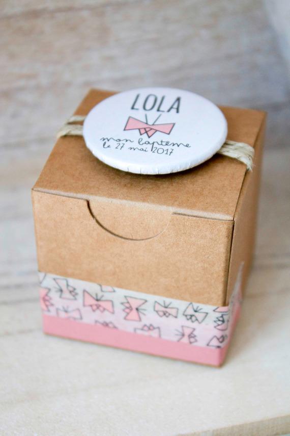 """Boite à dragées """"Lola Papillons"""" + Badge épingle personnalisé"""