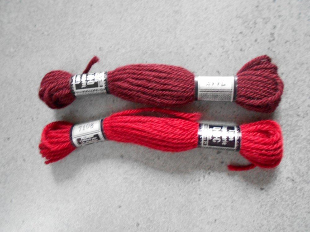 Assortiment 5 échevettes DMC laine nuances de bordeaux / rouge