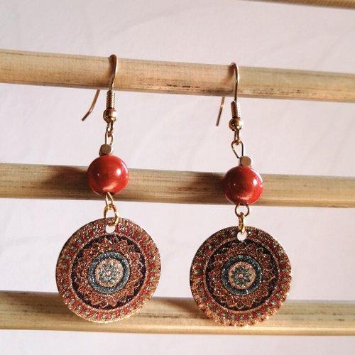 Boucles d'oreilles sequin brillant motif coloré, perle magique et perle cube dorée