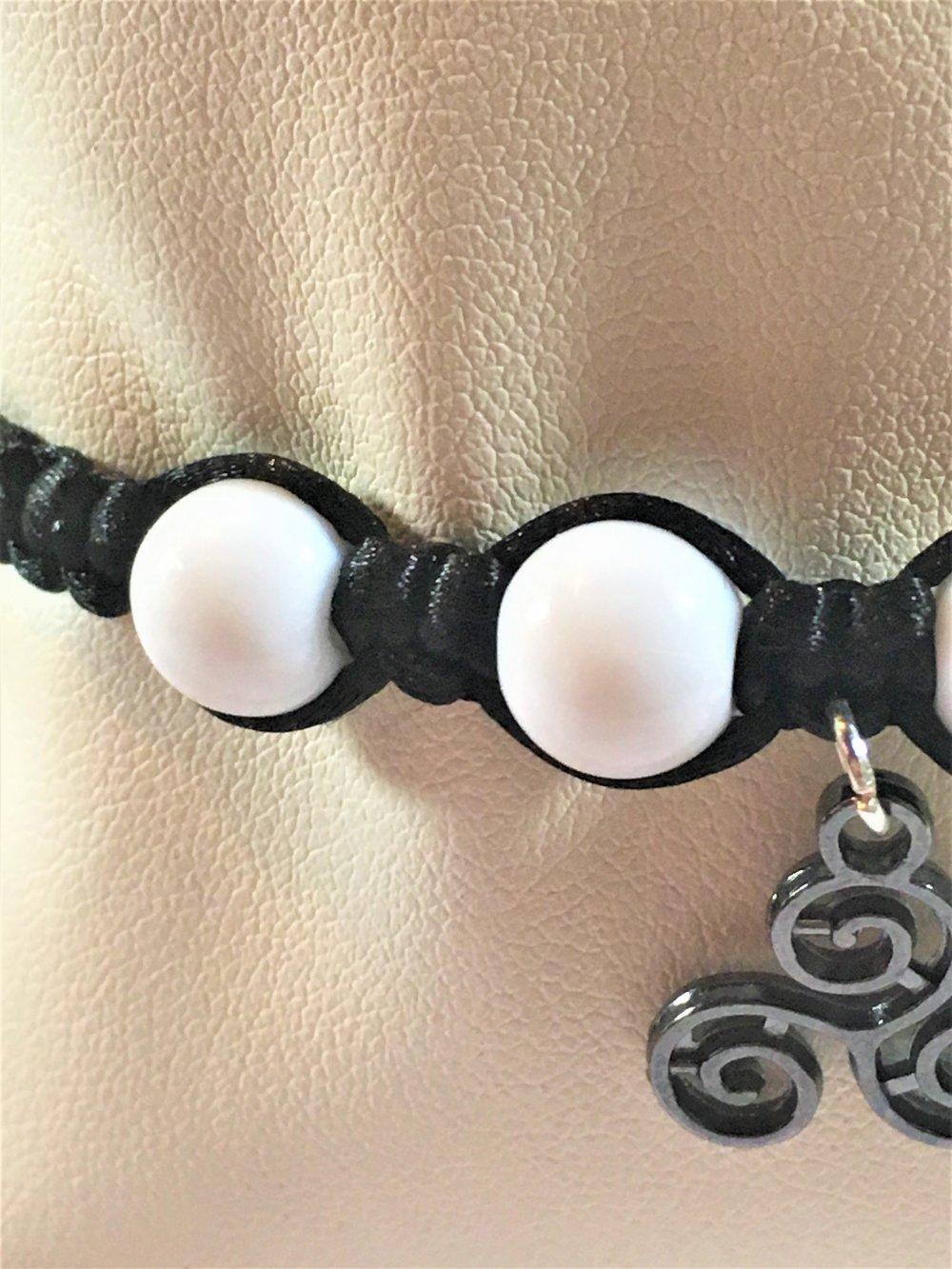"""Bracelet """"Le triskèle noir et blanc"""""""