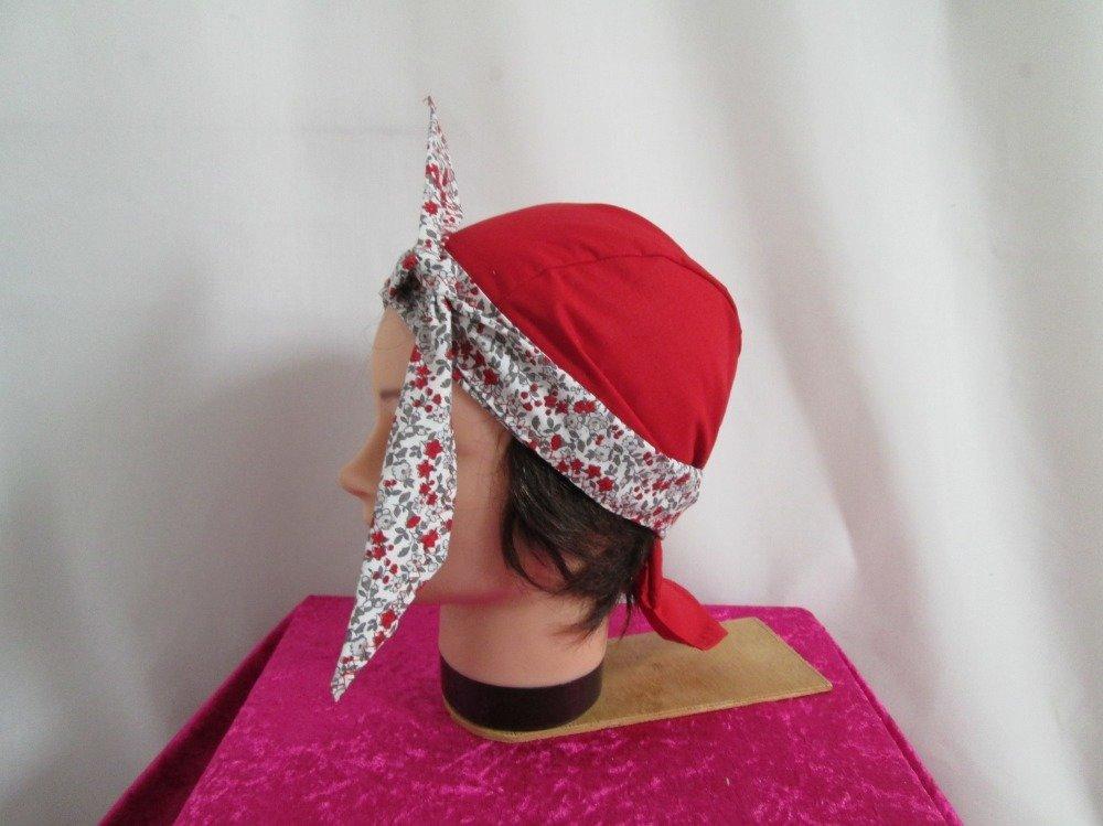 Foulard, turban chimio, bandeau pirate au féminin rouge à petites fleurs rouges